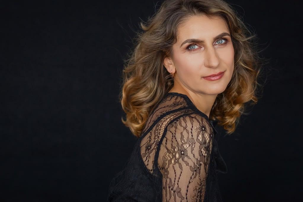 mihaela jianu fotografie de portret glamour cu fotograf portret alina botica in bucuresti