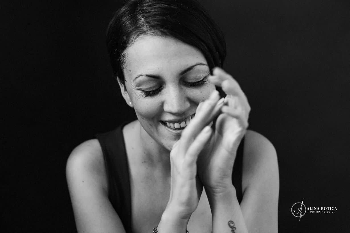 Cristina_Norocel_RawYou_02-Alina Botica-fotograf portret bucuresti-alb negru